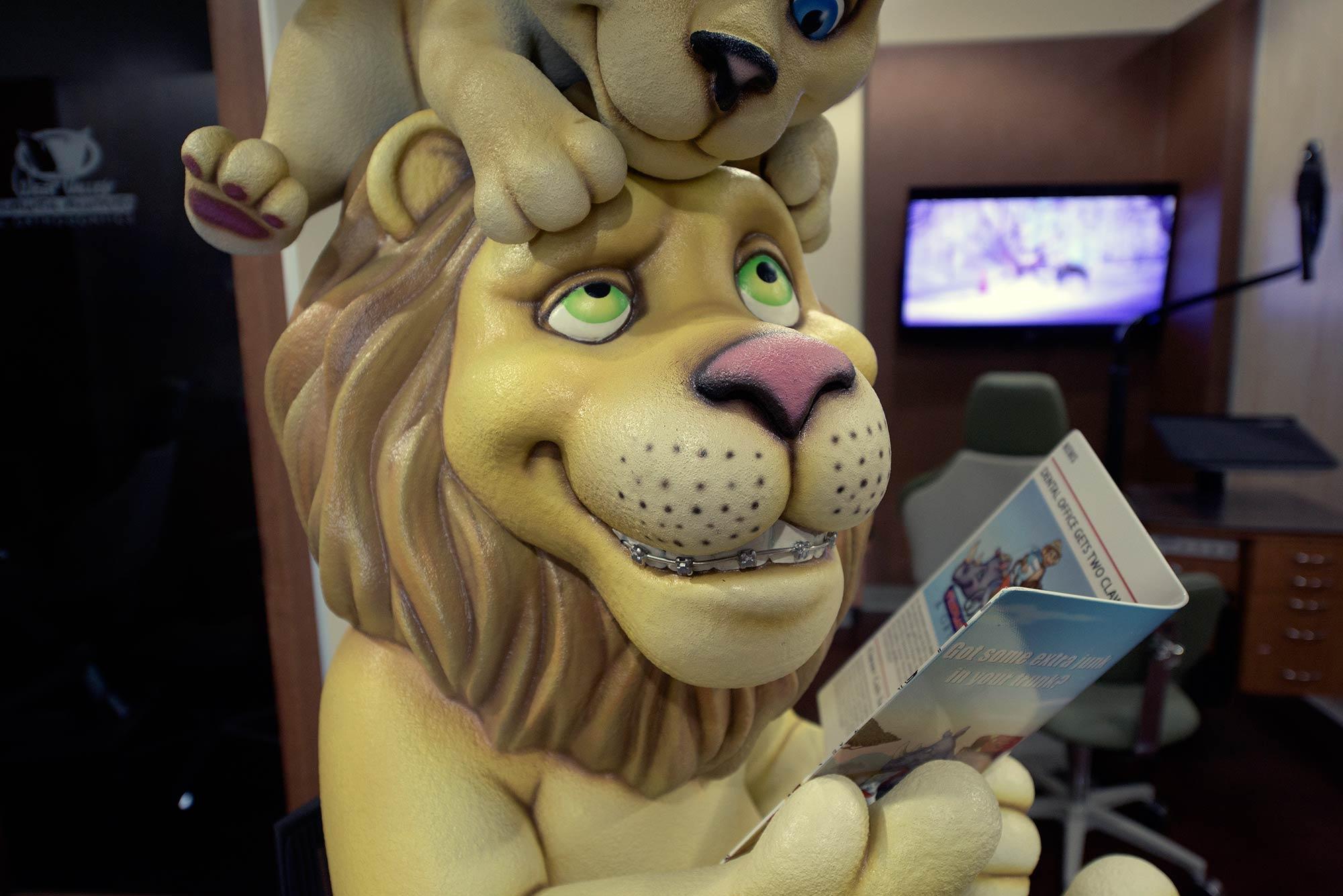 2015-06-27-01-43-28-lion-reading